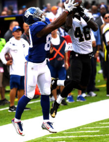 PLAY OF THE GAME- New York Giants wide receiver VICTOR CRUZ hauls in a 34 yard pass