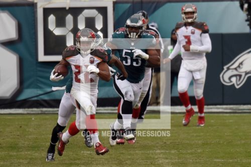 Tampa Bay Buccaneers running back DOUG MARTIN runs for an 84 yard gain against the Philadelphia Eagles in the second quarter as Eagles outside linebacker BRANDON GRAHAM attempts to keep up with him. MARTIN ran for 235 yards finishing 2 yards short of tying Barry Sanders record of 237 yards without a touchdown. Sanders ran for 237 yards with out a touchdown for the Lions against Tampa Bay in 1994. The Buccaneers went on to defeat the Eagles 45-7.