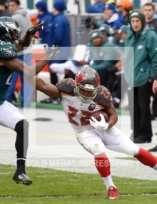 Tampa Bay Buccaneers running back DOUG MARTIN stiff arms Philadelphia Eagles cornerbck NOLAN CARROLL at the end of an 84 yard run in the second quarter at Lincoln Financial Field. MARTIN ran for 235 yards, leading the Buccaneers to a 45-17 victory over the Eagles.