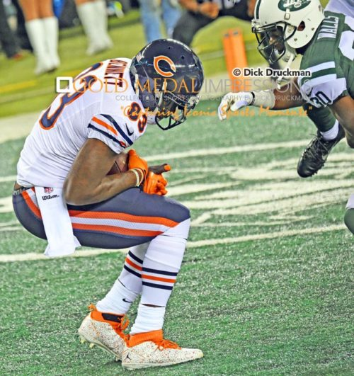 Chicago Bears tight end, Martellus Bennett, recieves his first of two touchdown passes from quarterback Jay Cutler in the first quarter against the New York Jets at MetLife Stadiium. The Bears went on to win 27-19.(AP Photo/Dick Druckman)