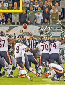 Chicago Bears kicker, Robbie Gould, kicks his second field goal against the New York Jets in the fourth quarter at MetLife Stadium. The Bears went on to win 27-19.(AP Photo/Dick Druckman)