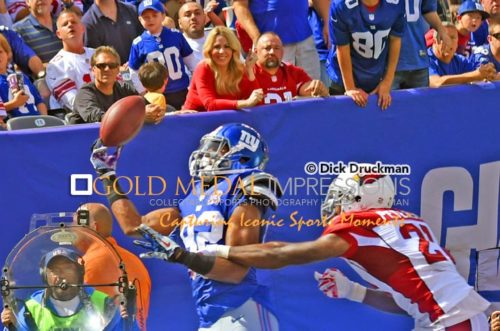 New York Giants wide receiver Rueben Randle makes a finger tipped touchdown pass reception from Eli Manning in the second period against the Arizona Cardinals cornerback Patrick Peterson at Metlife Stadium. The Cardinals went on to win 25-24.(AP Photo/Dick Druckman)