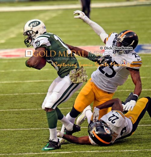 New York Jets wide receiver T.J. GRAHAM eludes the grasp of two Pittsburgh Steelers defenders, cornerbacks BRICE MCCAIN and WILLIAM GAY to score on a 67 yard pass in the first quarter at Met Life Stadium. The Jets went on to win 20-13.