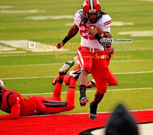 https://goldmedalimpressions.com/anewsite/wp-content/uploads/2015/12/Senior-Wisconsin-Running-Back-MELVIN-GORDON-Leaps-Over-Rutgers-Defender-to-Score-Touchdown-C.jpg