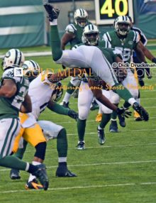 New York Jets backup safety, JAIQUAWN JARRETT, makes his second interception of the game in the third quarter against the Pittsburgh Steelers. JARRETT was the unlikely player of the game with 7 tackles, 2 interceptions, one fumble recovery, 3 assists, and 1 sack, leading the Jets to a 20-13 victory at MetLife Stadium.
