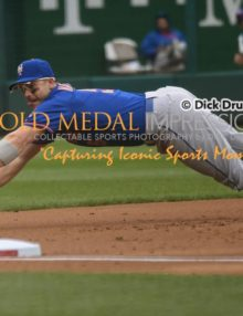 New York Mets captain, DAVID WRIGHT, makes the first of two sparkling defensive plays against Washington Nationals DAN UGGLA stopping a screaming line drive in the second inning. The Mets went on to win 6-2.(AP Photo/Dick Druckman)