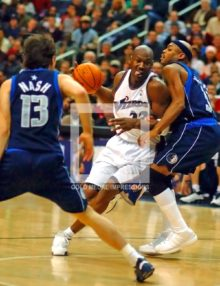 Washington Wizards Michael Jordan drives to the basket against Dallas Mavericks defenders Nick Van Exel and Steve Nash in overtime. The Mavericks won 106-101.(AP Photo/Dick Druckman)