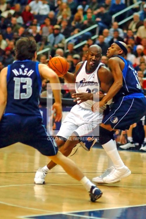 Washington Wizards Michael Jordan drives to the basket against Dallas Mavericks defenders Nick Van Exel and Steve Nash in overtime. The Mavericks won 106-101.(AP Photo/Dick Druckman)