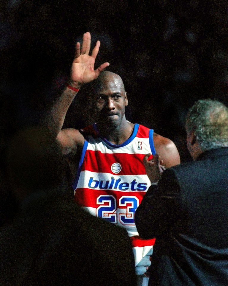 Michael Jordan Waves Goodby To His Fans Gold Medal
