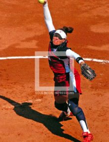 U.S. softball team pitcher Lisa Fernandez throws a 65miles per hour fastball against Australia in the first inning of the final gold medal game in Athens, Greece on August 23,2003. Lisa led the U.S. to a 5-1 victory and a Gold Medal.(AP Photo/Dick Druckman(