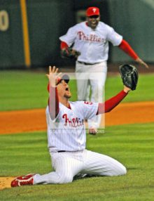 2008 BRAD LIDGE CELEBRATES WORLD SERIES VICTORY