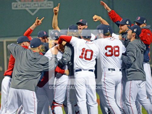 THE BOSTON RED SOX TEAM CELEBRATE WINNING THE WORLD SERIES DEFEATING THE ST. LOUIS CARDINALS IN GAME 6 BY A SCORE OF 6-1. THIS IS THE FIRST TEAM TO WIN A WORLD SERIES AT FENWAY PARK SINCE 1918.(Ap Photo/Dick Druckman)