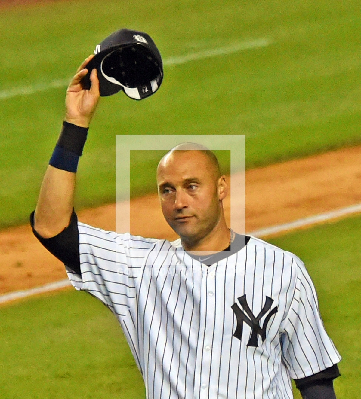 New York Yankees Derek Jeter Waves Goodbye To The Fans At
