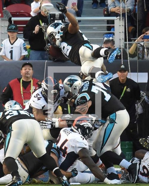CAROLINA PANTHERS RUNNING BACK JONATHAN STEWART SCORES