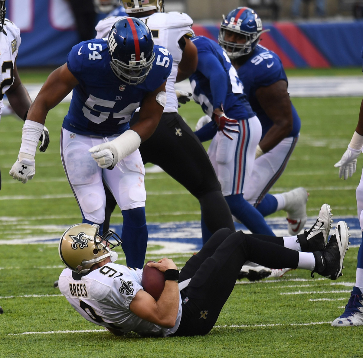 New Orleans Saints Qb Drew Brees Is Sacked By Giants Olivier Vernon