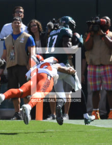 Philadelphia Eagles NELSON AGHOLOR receives a touchdown pass