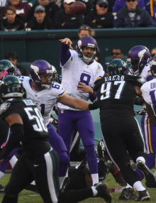 Minnesota Vikings quarterback SAM BRADFORD completes pass to tight end Kyle Rudulph