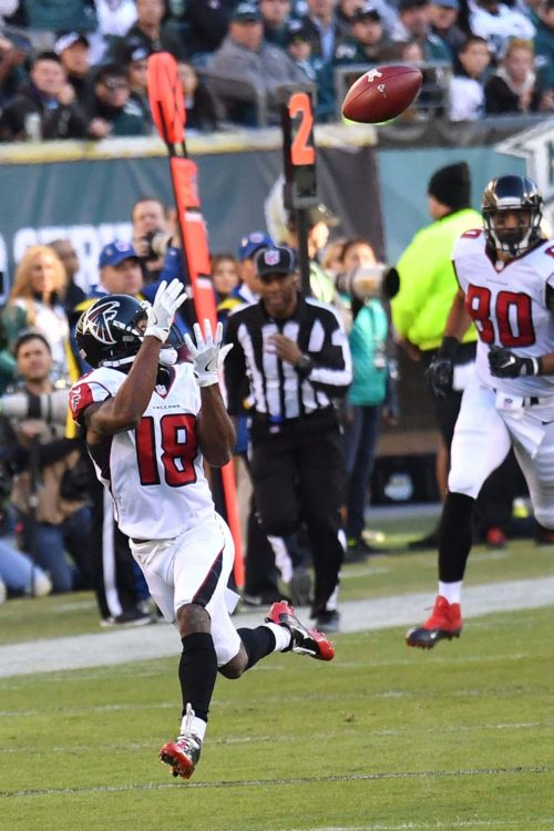 Atlanta Falcons wide receiver, TAYLOR GABRIEL, receives a 76 yard touchdown pass from quarterback Matt Ryan in the foruth quarter giving the Falcons a 15-13 lead. The Eagles rallied and went on to win 24-15.