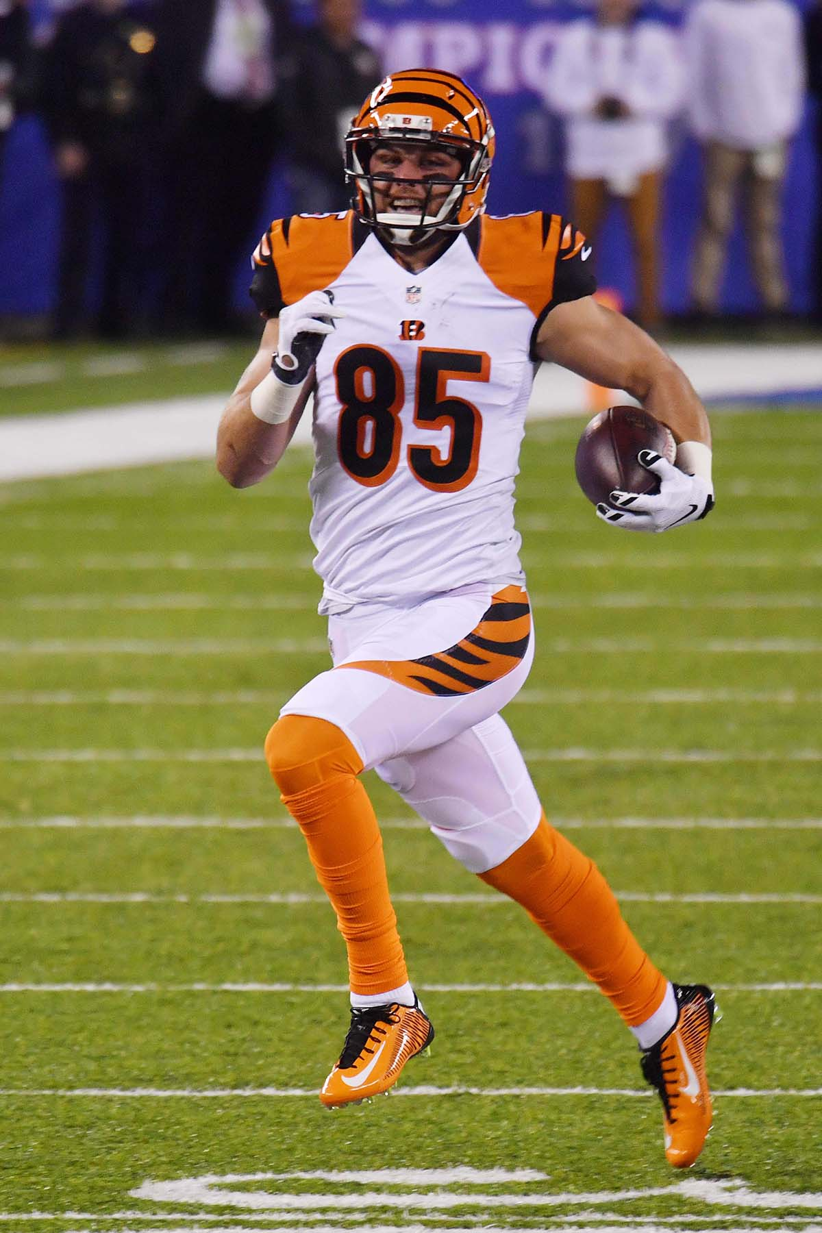 Bengals tight end TYLER EIFERT races down the sideline Gold