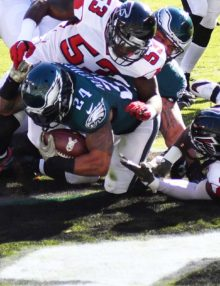 Eagles running back RYAN MATHEWS scores on a 4 yard touchdown