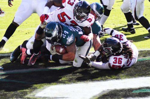 Eagles running back RYAN MATHEWS scores on a 4 yard touchdown