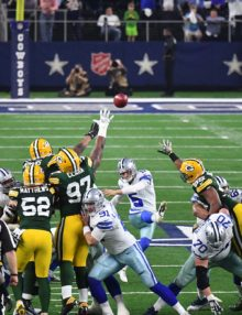 Dallas Cowboys kicker DAN BAILEY kicks a 51 yard field goal