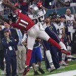 Atlanta Falcons wide receiver Julio Jones makes a leaping catch