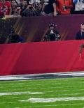 Atlanta Falcons Tevin Coleman outruns New England Patriots linebacker Rob Ninkovich for a touchdown.