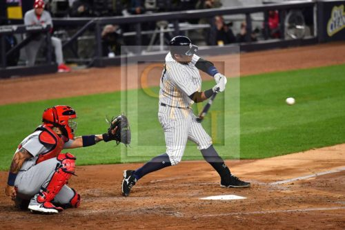 Yankees catcher Austin Romine homers in the second