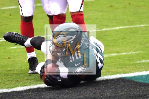 Eagles ZACH ERTZ receives an 11 yard touchdown pass