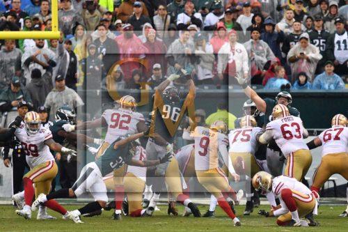 Philadelphia Eagles defensive end DEREK BARNETT blocks a San Francisoc 49ers field goal attempt