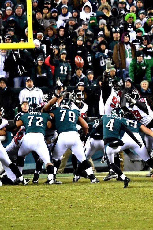 Philadelphia Eagles kicker JAKE ELLIOT kicks 21 yard field goal