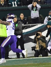 Minnesota Vikings tight end KYLE RUDOLPH receives touchdown pass