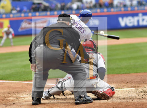 New York Mets Yoenis C'espedes hits an RBI single in the fifth inning
