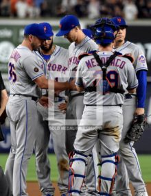 New York Mets Mickey Callaway takes the ball from starting pitcher Jacob deGrom
