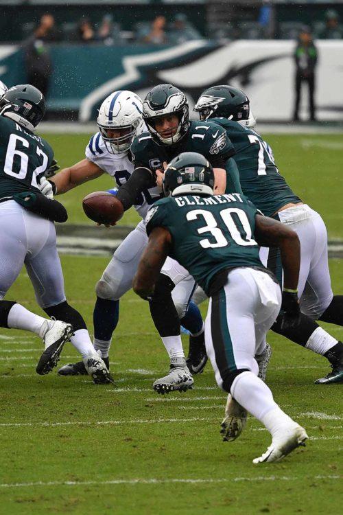 Eagles quarterback Carson Wentz hands off to Corey Clement