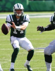 New York Jets quarterback Sam Darnold looks down field