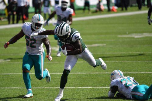 Jets running back Bilal Powell receives 28 yard touchdown pass