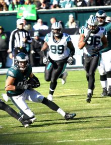 Eagles tight end ZACH ERTZ catches a pass from quarterback Carson Wentz