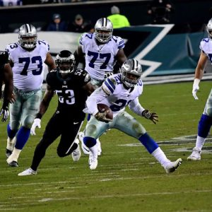 Dallas Cowboys running back Ezekiel Elliot runs for a first down in the fourth quarter