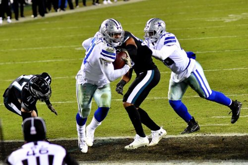 Dallas Cowboys running back Ezekiel Elliot scores his second and game winning touchdown