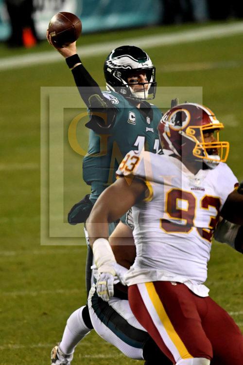 Eagles quarterback Carson Wentz throws a 4 yard touchdown