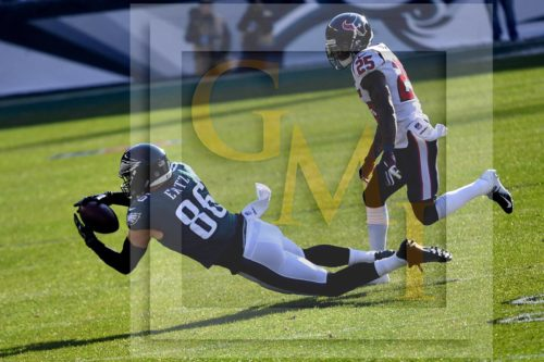 Philadelphia Eagles tight end, Zach Ertz, catches his first of 12 receptions