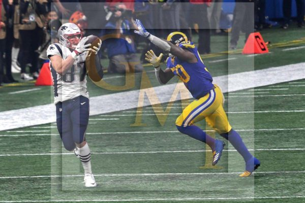 Patriots tight end Rob Gronkowski catches a pass from quarterback Tom Brady in the fourth