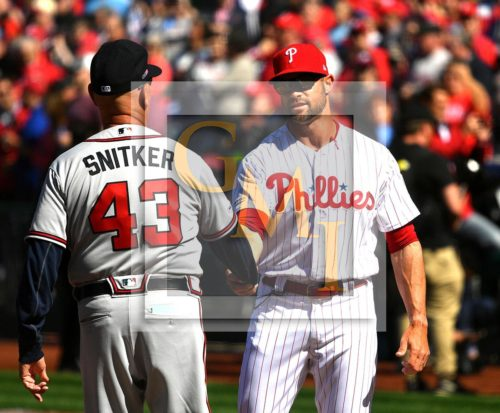 Phillies manager Gabe Kapler shakes hands with Atlanta Braves manager Brian Snitker prior the Phillies home opener