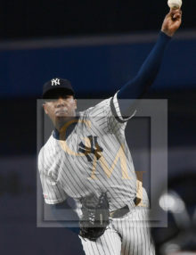 Yankees closer Aroldis Chapman throws a strike