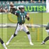 Eagles quarterback Carson Wentz completes a pass in the second quarter