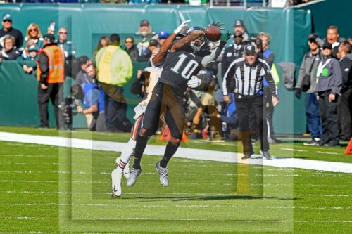 Eagles wide receiver DeSean Jackson receives a 5 yard pass