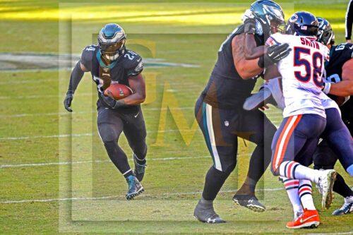 Eagles running back Jordan Howard scores on a 13 yard run