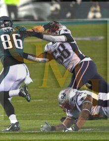 Eagles tight end Zach Ertz stiff arms New England Patriots linebacker Jamie Collins